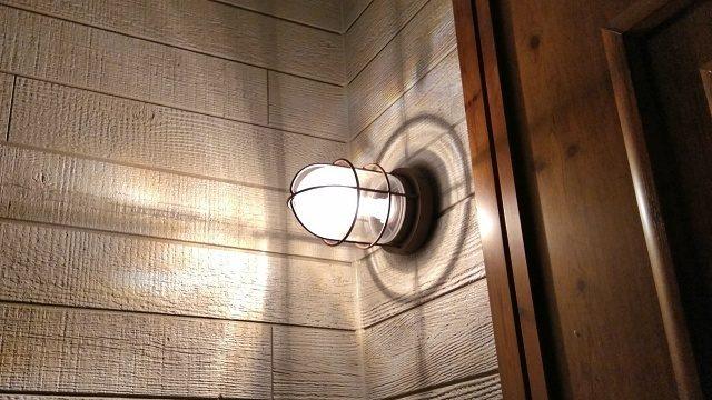 我が家の外灯。明るさよりデザイン重視