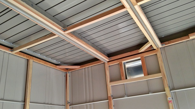 下地を天井や換気扇周りにもキレイに固定