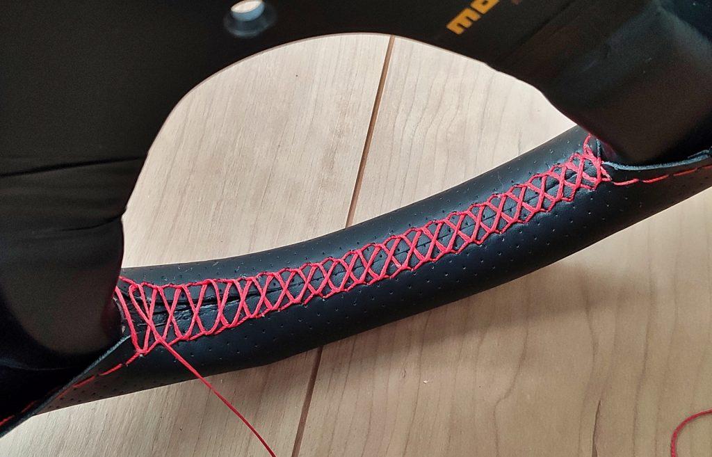 革を一部縫い終わり