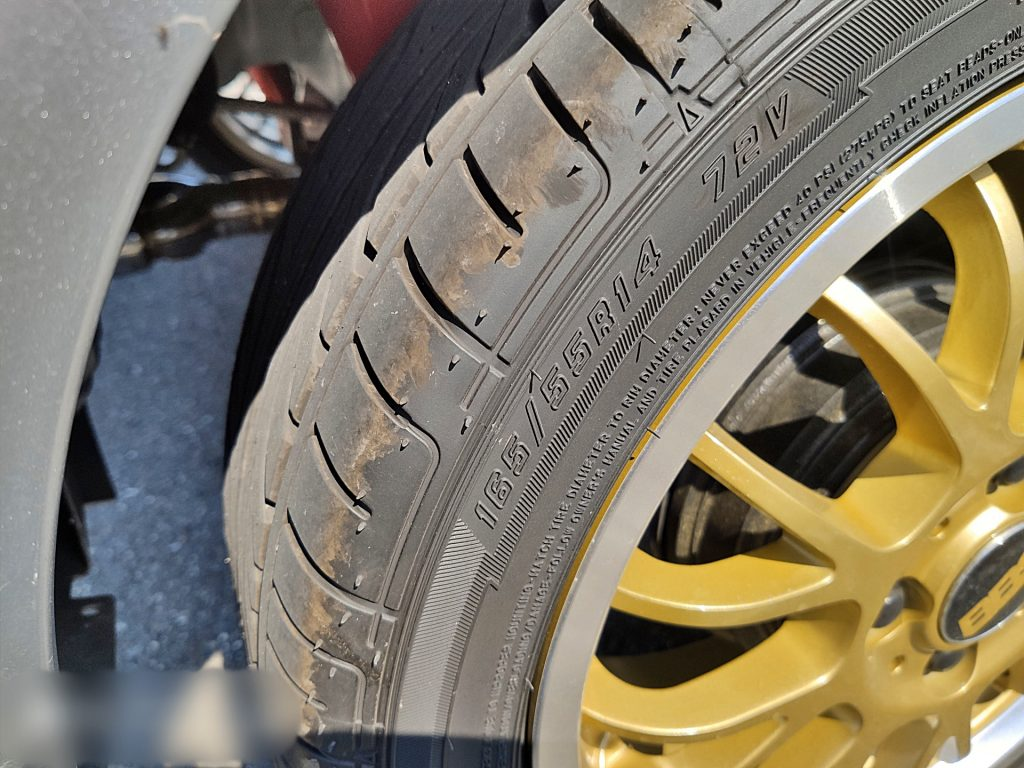タイヤサイズは165/55R14