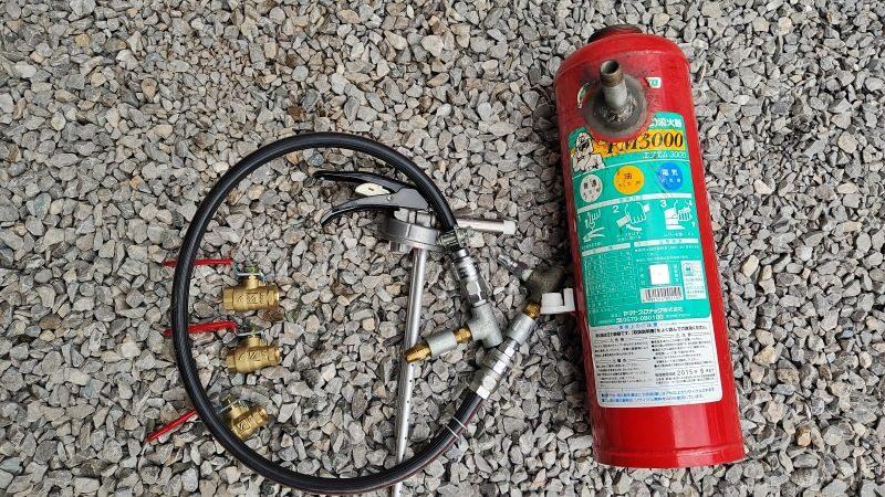 配管を溶接。準備した配管類も接続