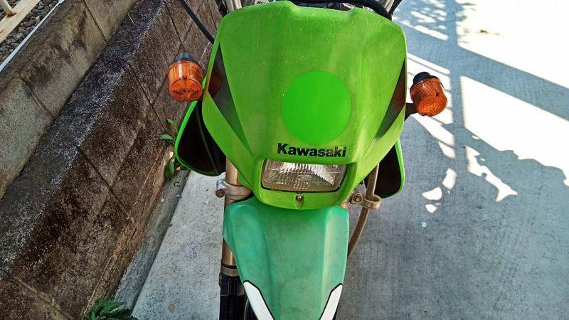 カワサキのバイクに多いカウルの劣化がみられます