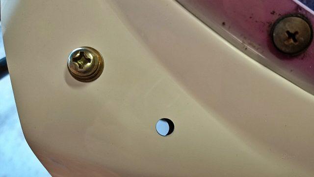左右共にミラー部は完璧な穴空けです