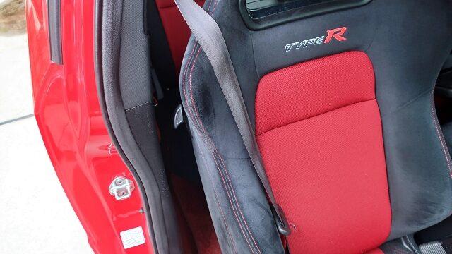 シートベルトをこのようにしている方が多いのでは?